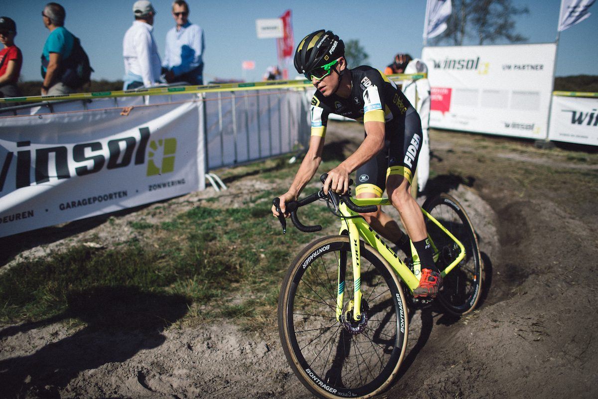 Bike change: Tom Pidcock returns to cyclo-cross