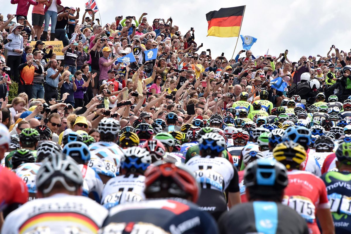 6th July 2014 - Tour de France 2014 - Stage 2 (York to Sheffield) - Crowds line the route through Yorkshire to cheer on the riders - Photo: Offside / L'Equipe.