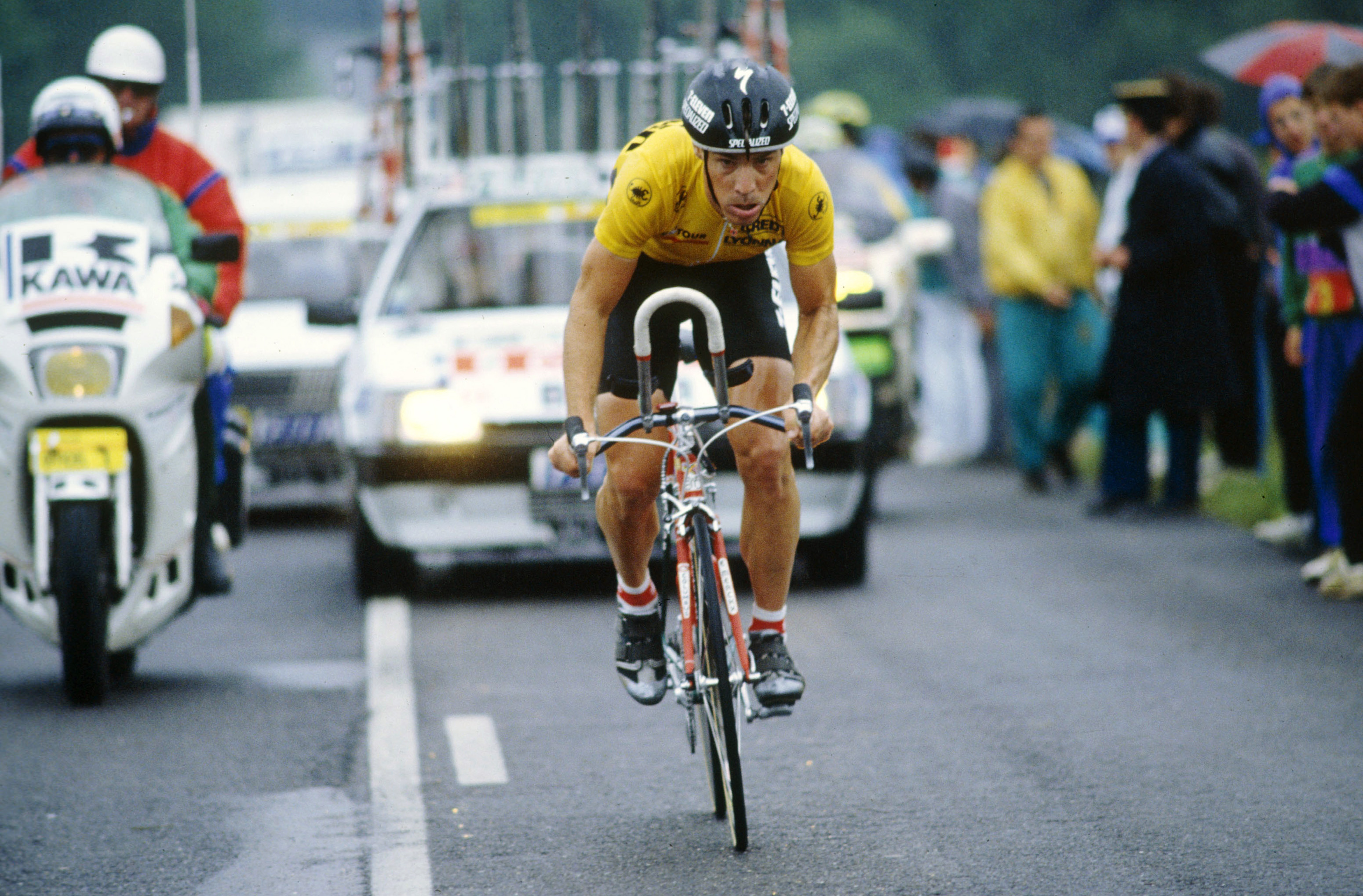 Steve Bauer in the yellow jersey at the 1990 Tour de France