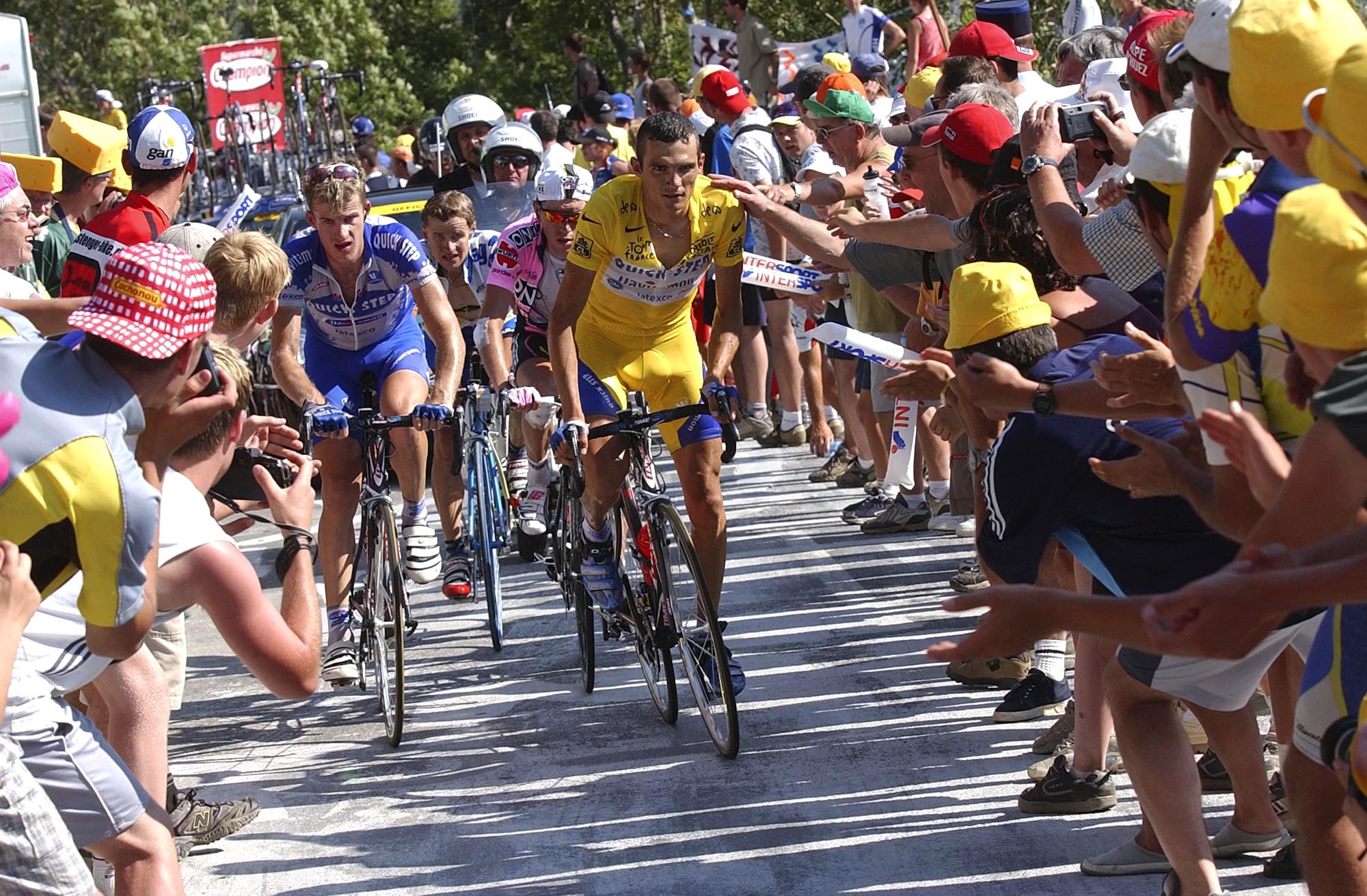 Richard Virenque climbs Alpe d'Huez while wearing the yellow jersey at the 2003 Tour de France