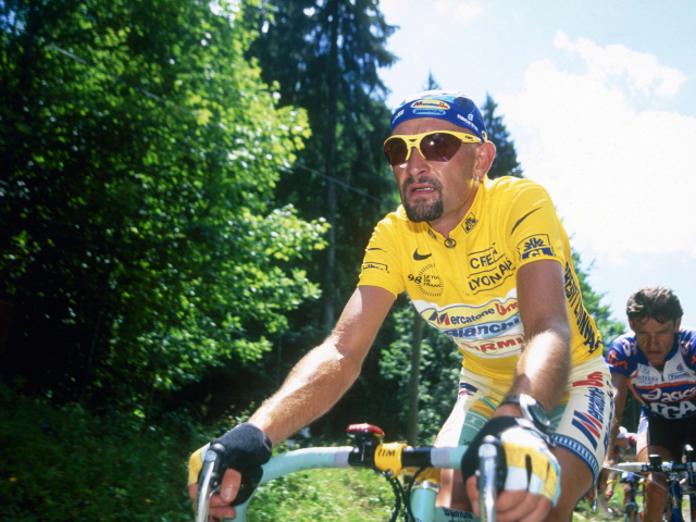 Marco Pantani in the yellow jersey at the 1998 Tour de France