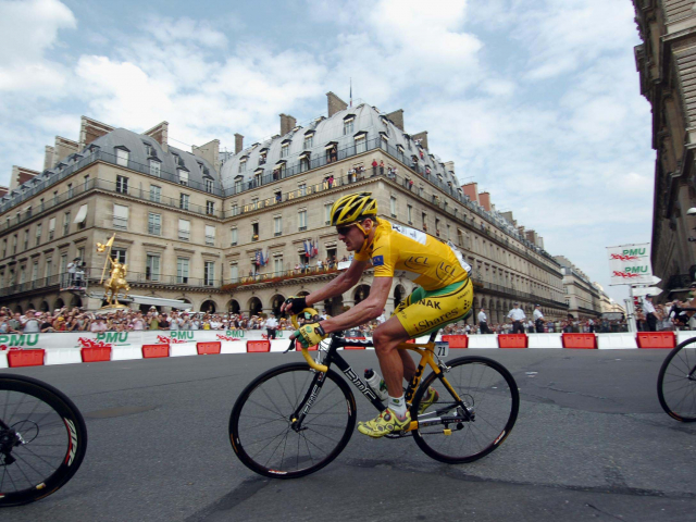 Floyd Landis in the yellow jersey at the 2006 Tour de France